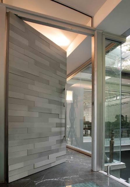 desain pintu rumah minimalis unik dari batu