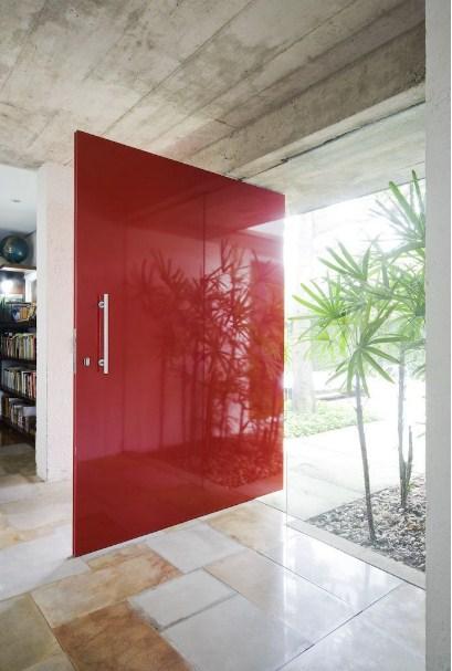 model desain pintu rumah minimalis modern elegan warna merah